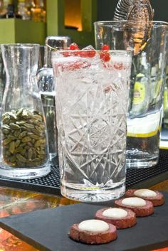 Galletas de frutos rojos y yogur con Gin tonic de Hayman's Old Tom Gin