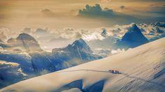 Climbers ascending Jungfrau, in the Bernese Alps, Switzerland © plainpicture/Cultura/Lost Horizon Images