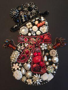 Unique and Creative Christmas Ideas - Button crafts - Jewelry Christmas Tree, Jewelry Tree, Christmas Art, Christmas Decorations, Christmas Ornaments, Christmas Ideas, Christmas Button Crafts, Jewelry Shop, Vintage Christmas