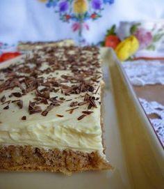 Pokud máte rádi ořechy, vyzkoušejte si připravit tento neodolatelný ořechový řez se žloutkovým krémem. Mňamka! Sweet Desserts, Easy Desserts, Sweet Recipes, Cake Recipes, Dessert Recipes, Czech Recipes, Hungarian Recipes, Mini Cheesecakes, Sweet Cakes
