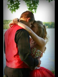How cute is this?  #inyoureyes #prom