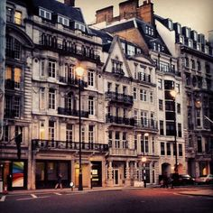 London, UK / photo by Eddy Sleiman | Travel/Honeymoon