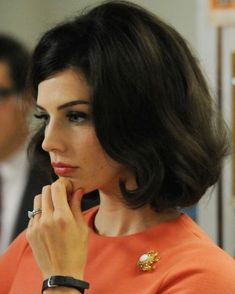 big curly hairstyles | Jessica Pare's Short Hairstyles: Big Wavy Hair /Source: Getty Images