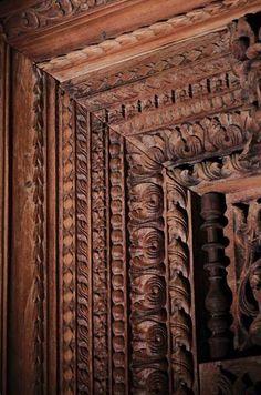 Old wood bench door entry 37 ideas Antique Doors, Old Doors, Entry Doors, Entrance, Classic Bedroom Furniture, Antique Bedroom Furniture, Indian Furniture, Pooja Room Door Design, Main Door Design