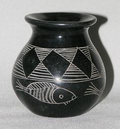 """Vtg 1960s-70s black & white sgraffito vase soapstone 3⅞"""" African folk art signed"""