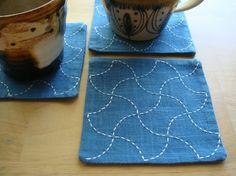 日本伝統の刺繍技法 刺し子を用いたコースター 1枚サイズ:10cmx10cm素材:綿(布糸とも)色:納戸色x生成色糸昔から受け継がれてきた伝統模様を普段の生活...|ハンドメイド、手作り、手仕事品の通販・販売・購入ならCreema。