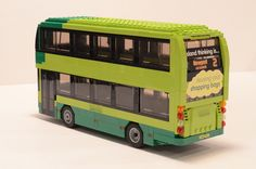 A Lego version of the colourful buses that operate on the Isle of Wight in southern England. The buses feature prominent eco-friendly messages and bold graphics. Lego Bus, Lego Tree, Lego Construction, All Lego, Lego Modular, Lego Worlds, City Car, Lego Projects, Custom Lego
