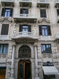 Palazzo Atti a Bari, Liberty - Ph. Carmela Sivo. Entra su italia liberty e scopri ville e palazzi art nouveau in italia