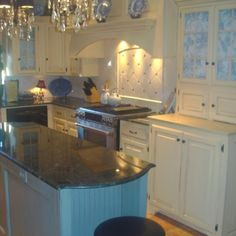 12 Creative Kitchen Lighting Ideas To Complement The Bathroom In Your Loft Country Kitchen Lighting, Modern Kitchen Lighting, Kitchen Lighting Fixtures, Industrial Lighting, Kitchen Country, Light Fixtures, Beautiful Kitchens, Cool Kitchens, Bathroom Lighting Design