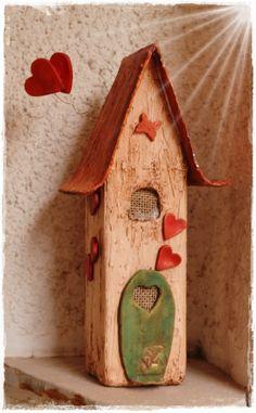 handmade art: Οι δημιουργιές των μαθητριών απο το Σεμιναριο Εικαστικης κατασκευής ''Σπιτάκι απο γυψόγαζα και πηλο'' στη Αθηνα τον Σεπτεμβριο - Το πρόγραμμα των επόμενων Σεμιναρίων στην Θεσσαλονικη και Αθηνα για τον μηνα Νοεμβριο Clay Houses, Ceramic Houses, Miniature Houses, Diy Clay, Clay Crafts, Diy And Crafts, Pottery Houses, Wooden Cottage, Mosaic Flowers