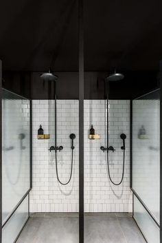 Neues Spa im Hauptsitz von - New Ideas Spa Shower, Luxury Shower, Gym Interior, Bathroom Interior Design, Locker Room Shower, Public Shower, Gym Showers, Sport Studio, Luxury Gym