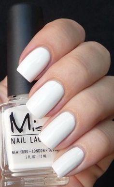 white-manicure-090715mc