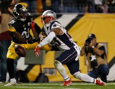 PITTSBURGH, PA - OCTOBER 23: Patrick Chung #23 of the New England Patriots breaks up a pass intended for Le'Veon Bell #26 of the Pittsburgh Steelers in the second half during the game at Heinz Field on October 23, 2016 in Pittsburgh, Pennsylvania. (3000×2338)