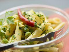 Pastasalat mit Curryerbsen - smarter - Zeit: 40 Min.   eatsmarter.de