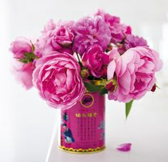 Good Housekeeping Magazine! Decorate With Flowers book -A Super-Easy, Adorable Floral Arrangement http://www.goodhousekeeping.com/home/crafts/tea-tin-floral-arrangement