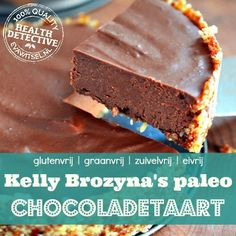 Paleo chocoladetaart om je vingers bij op te eten Yummy Healthy Snacks, Healthy Sweets, Healthy Baking, Healthy Food, Low Carb Crackers, Vegan Party Food, Wheat Free Recipes, Sweet Pie, Breakfast Dessert