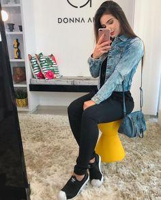 Looks estilosos com legging preta in 2019 Chic Outfits, Pretty Outfits, Fashion Outfits, Looks Adidas, Look Legging, Mode Chic, College Outfits, Feminine Style, Casual Looks