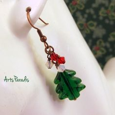 O #Tannenbaum - #Swarovski, #Lampwork #Glass, & #Copper #Earrings How lovely…