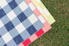 The Baby Gingham Quilt (Fat Quarter Shop's Jolly Jabber) Quilt Baby, Baby Quilts Easy, Baby Quilt Patterns, Lap Quilts, Small Quilts, Quilting Patterns, Baby Quilts For Boys, Modern Baby Quilts, Heart Quilts