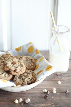 The best whole wheat chocolate chip cookies recipe! So yummy! Can't tell it's whole wheat, best part!! {www.lollyjane.com}