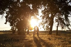 i'm pretty sure that i want some 1 year anniversary photos outside like this one.  october would be lovely for that  :)