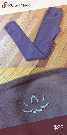 Beyond yoga soft legging Jess have been worn a small handful of times. They're in great condition. They are a neutral purple color Beyond Yoga Pants Leggings