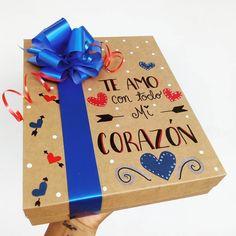 """@tuenvoltorioideal: """"Tenemos para ti cajas decoradas ♥️ tu eliges la frase que quieras colocar y color de Lazo 😍 .…"""" Sweet Delivery, Birthday Surprise Boyfriend, Diy Gifts For Him, Mr Wonderful, Diy And Crafts, Birthday Parties, Gift Wrapping, Cards, Instagram"""