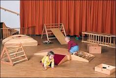Pedagogical furniture and materials related to the pedagogy of Dr. Emmi Pikler, based on the freedom of movement of babies and children as an adequate path to a balanced and autonomous motor and emotional development. Toddler Classroom, Montessori Toddler, Toddler Play, Baby Play, Toddler Activities, Reggio Emilia, Daycare Rooms, Play Spaces, Early Childhood Education