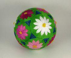 Handmade temari ball. Diameter: 11cm / 4.3