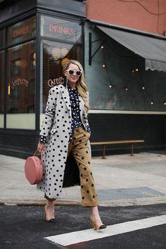 Polka Dot outfit l fall fashion l fall style l how to wear l how to style l comfy style l winter fashion l winter style l fall outfit l style inspo l casual outfit l coat outfit l street style Looks Street Style, Looks Style, Dots Fashion, Fashion Outfits, Fashion Trends, Fashion Bloggers, Daily Fashion, Fashion Tag, Fashion Websites