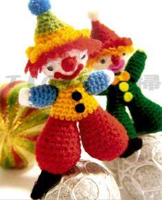 Barbaridade: Palhacinhos de amigurumi Crochet Bear, Crochet Gifts, Baby Blanket Crochet, Crochet Animals, Crochet Dolls, Amigurumi Free, Amigurumi Patterns, Amigurumi Doll, Crochet Patterns
