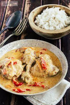 Receta del pollo al coco estilo tailandés. Receta con fotografías del paso a paso y recomendaciones de degustación. Recetas de pollo y aves