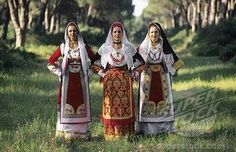 Italian women in traditional clothes