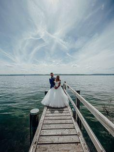 Aufregende 2 Tage Hochzeit am Bodensee gehen zu Ende. Es war eine tolle Hochzeit, ich hatte sehr viel Spaß und wurde von der Familie so nett aufgenommen, das ich das jeder Zeit wieder machen würde. Ein Riesen Danke schön an @silvana.gulde und @benji_2391 für ihr Vertrauen. Das bedeutet mir viel. Location: @derpilgerhof Brautkleid: @liebreizbrautmode Fotograf: @bossphotografie ↠ www.bossphotografie.com ↞⠀ ⠀ ↠ #hochzeit⠀ ↠ #hochzeitsbilder ⠀ ↠ #hochzeitsfotograf ⠀ ↠ #wedding ⠀ ↠ #weddin Location, Wedding Dresses, Instagram, Fashion, Bridle Dress, Amazing, Nice Asses, Confidence, Gowns
