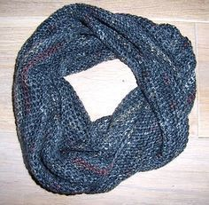 Crochet a loop scarf in record time - even for the inexperienced- Einen Loop-Schal in Rekordzeit häkeln – auch für Ungeübte Crochet a loop scarf in record time – even for the inexperienced - Poncho Crochet, Mode Crochet, Crochet Scarves, Easy Blanket Knitting Patterns, Crochet Patterns, Dou Dou, Loop Scarf, Scarf Knit, Crochet Slippers