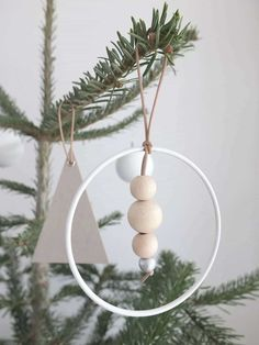 DIY]Trailer Christmas trailer to do it yourself! DIY]Trailer Christmas trailer to do it yourself! Easy Diy Christmas Gifts, Diy Christmas Tree, Xmas, Christmas Ornaments, Christmas Ideas, Bohemian Christmas, Woodland Christmas, Scandinavian Christmas Decorations, Christmas Tree Decorations