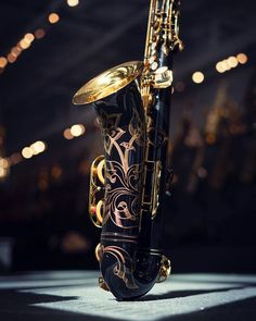 We love the way hand engraving pops out on black lacquered saxophones. This Yamaha tenor looks spectacular! Black Saxophone, Yamaha Saxophone, Vinyl Music, Music Wall, Phil Woods, Jazz Players, Homemade Instruments, All That Jazz, Furniture