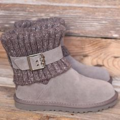 UGG Cambridge Grey Suede Knit Sheepskin Boots 5 NEW! No trades! If you can't make up your mind whether you want the cardys or you want the classics, this is the perfect world of both :D  Retail $170 Model #1006013 Beautiful cardy knit upper. Lux suede shoe. Adjustable buckle for the perfect fit. Genuine Australia sheepskin lined (the shoe part) to keep feets toasty. 17mm twinface sheepskin with suede heel guard.  Molded EVA rubber outsoles. Heel Height: 1 in 100% Authentic UGG product with…