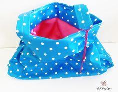 """Hier biete ich einen wunderschönen XXL Shoper mit blau/weißem """"Dots"""" Muster.  Die Tasche habe ich aus hochwertigem Baumwollwachstuch genäht. Somit ist"""