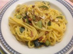Spaghetti tipo carbonara con zucchine e mandorle tostate