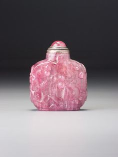 A tourmaline 'squirrel and grapes' snuff bottle Probably Imperial, 1760–1830