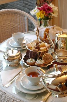 to go in England Best Places to Visit in England Typical English Afternoon Tea - best things to see in UKTypical English Afternoon Tea - best things to see in UK English Afternoon Tea, English Tea Time, Pause Café, Brunch Table, Afternoon Tea Parties, Tea Sandwiches, Tea Service, My Tea, High Tea