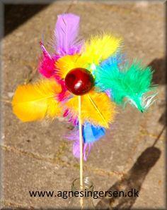 Kastanjeblomsten er lavet af et barn på 15 måneder, så den er meget meget nem at lave :) Blomsten kan holde sig flot i årevis, hvis bare kastanjen ikke er pakket ind :) Ideen har jeg haft på bloggen siden 2013 :) Du finder vejledningen til den supernemme kastanjeblomst lige her: http://agnesingersen.dk/blog/kastanjeblomst Husk at give mig noget credit når du bruger mine ideer <3 #kastanjer #chestnut #Kastanie #châtaigne