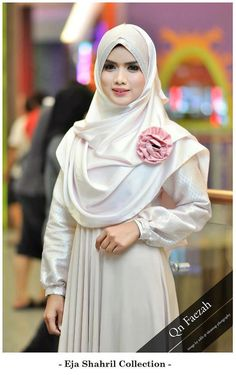 I love this because a) it is actually modest and covers the chest, unlike all those gowns that I see clinging to the torso, and b) soft materials. Muslim Dress, Hijab Dress, Hijab Outfit, Modest Fashion Hijab, Hijab Chic, Muslim Women Fashion, Islamic Fashion, Modest Wear, Modest Outfits