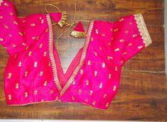 Indian Blouse, Sari Blouse, Saree Blouse Designs, Blouse Patterns, Indian Attire, Indian Outfits, Designer Saree Blouses, Sabyasachi, V Cuts