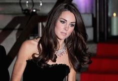 Kate Middleton Photos - Catherine, Duchess of Cambridge attends the Sun Military Awards at the Imperial War Museum on December 2011 in London, England. - Kate Middleton and Prince William Out in London Looks Kate Middleton, Estilo Kate Middleton, Kate Middleton Hair, Kate Middleton Prince William, Kate Middleton Photos, Prince William And Catherine, William Kate, Catherine Walker, Princesa Kate