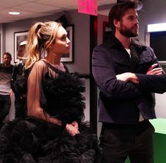 Liam Y Miley, Liam Hamsworth, Liam Hemsworth And Miley, Miley Cyrus, Cute Couples Goals, Power Couples, Couple Goals, Christina Hendricks, Down Hairstyles