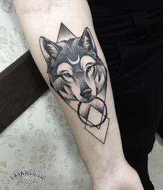 Lobo geométrico – Everything for Tattoo Wolf Tattoos, Animal Tattoos, Tatoos, Tattoo For Son, Back Tattoo, Tattoos For Guys, Mini Tattoos, Body Art Tattoos, Wolf Tattoo Design