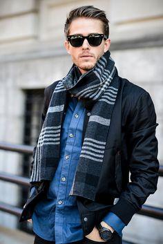 Mens scarf fashion, men scarf, mens scarf style, striped scarves, m Mens Scarf Fashion, Mens Fashion Suits, Men Scarf, Galactik Football, Gentleman Mode, Gentleman Style, Winter Stil, Fashion Mode, Fashion Styles