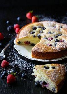 Mandelkuchen mit Beeren, sieht aus als kann der was